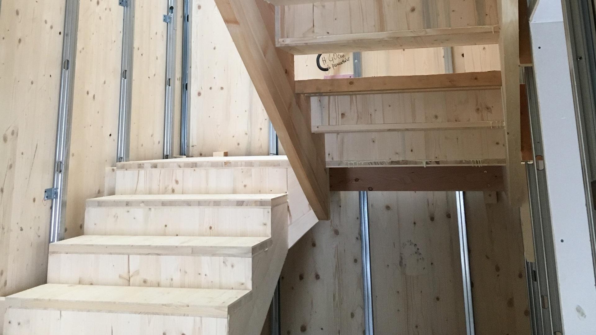 le scale interne con struttura in legno